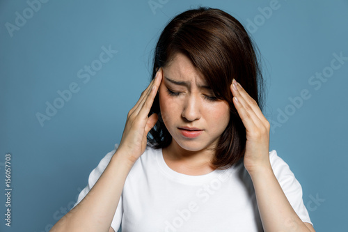 Fotografia  young woman have a headache