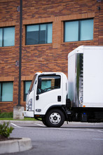 Small Class Engine Semi Truck Delivery Vehicle Cargo Transportation