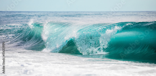 Foto auf Gartenposter Wasser Turquoise blue rolling waves