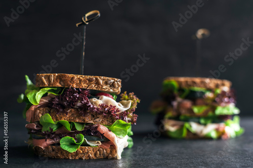 Photo sur Aluminium Snack Whole grin bread sandwiches