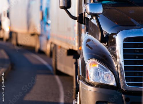 Obraz Semi truck in fronf of convoy - fototapety do salonu