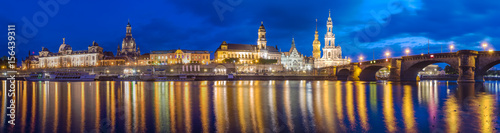 Foto auf AluDibond Stadt am Wasser Night view of the historic part of Dresden, city lights reflecting on the River Elbe