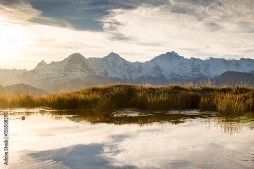 Montage in der Fensternische Honig Sonnenaufgang an einem Herbstmorgen mit Eiger, Mönch und Jungfrau