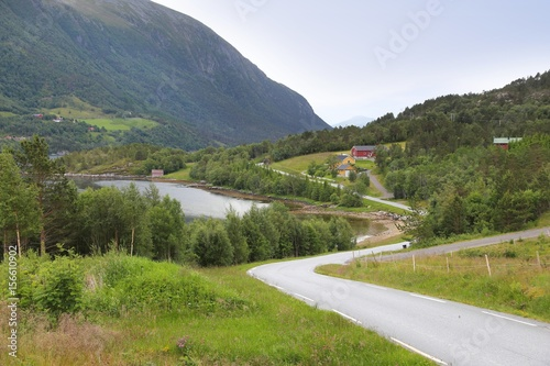 Papiers peints Alpes Norway - road in Tustna Island