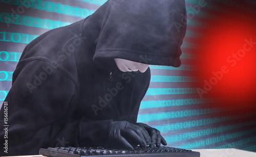 Photo  ein Computerhacker sitzt vor einer Tastatur