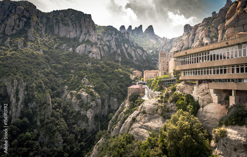 Photo  Buildings of Montserrat monastery located between huge rocks in Catalonia, Spain
