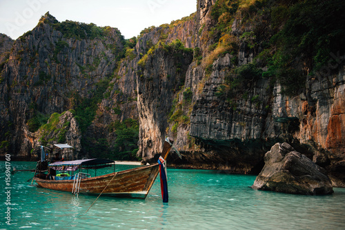 Foto op Canvas Eiland Beach with mountains and long tail boats in Phi Phi island, Thailand