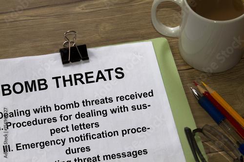 Cuadros en Lienzo  Bomb threats