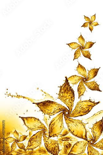 kwiat-wykonany-z-odrobiny-zoltego-koloru-wody