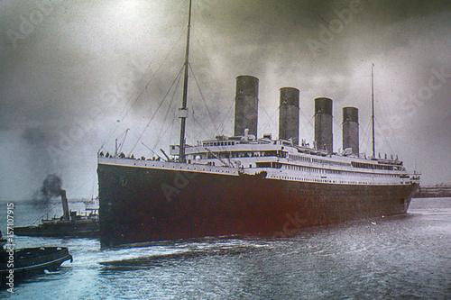 Fotografía  Titanic on an old photo, Belfast, Northern Ireland