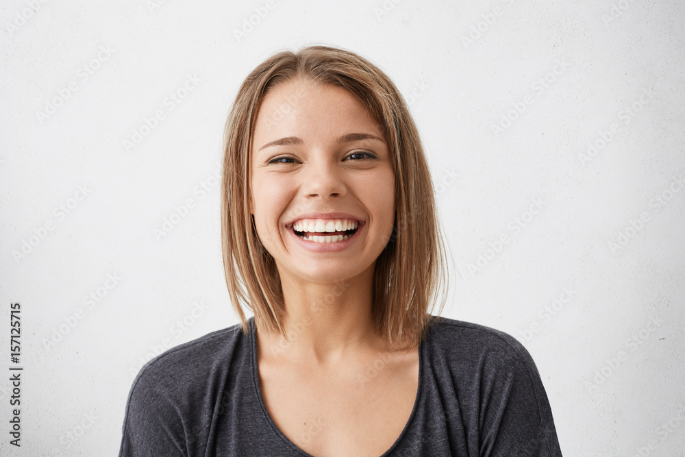 Fototapety, obrazy: Positive human facial expressions and emotions. Cheerful attractive teenage girl with bob hairstyle grinning broadly, showing her perfect white teeth at camera while spending nice time indoors