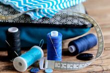 Couture Thème Bleu Sur Fond Bois 2