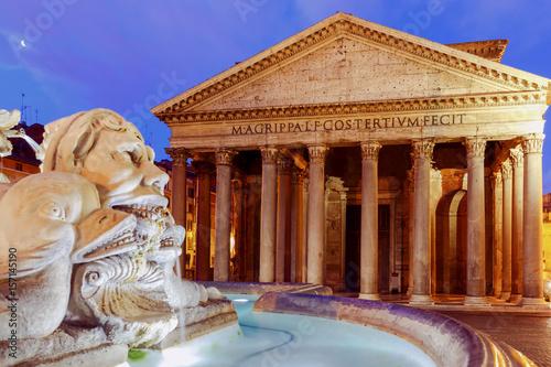 Zdjęcie XXL Rzym. Panteon w nocnej iluminacji.