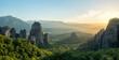 Südliche Landschaft mit Felsen, Wäldern und Macchia
