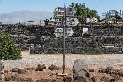 Signs at Golan Heights in Israel Billede på lærred
