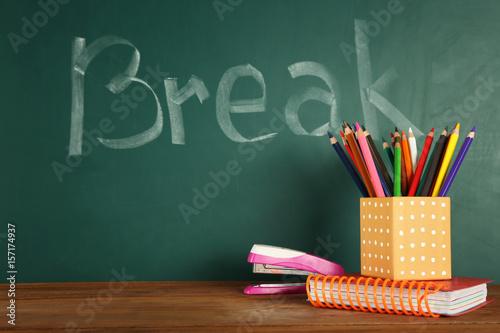 "Fotografija  School stationery and ""Break"" text on chalkboard"