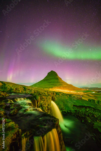 Poster Aurore polaire northern light over Kirkjufell mountain