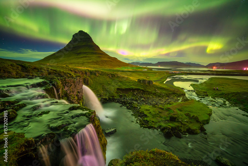Foto auf Gartenposter Nordlicht northern light over Kirkjufell mountain