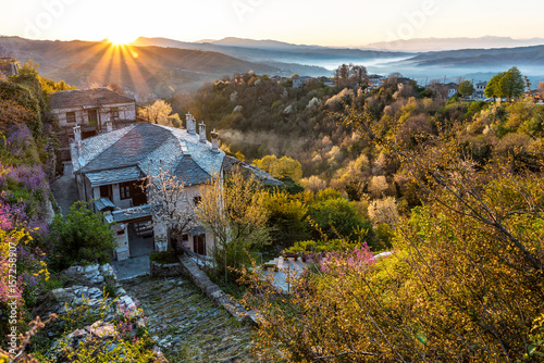 Fotografía  Sunrise on the picturesque village of Vitsa in Zagori area, Northern Greece