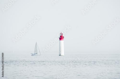 Obraz ile de ré bateau phare voilier vacances naviguer paysage océan marin - fototapety do salonu