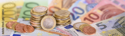 Fotomural Panorama von Euro Banknoten und Münzen