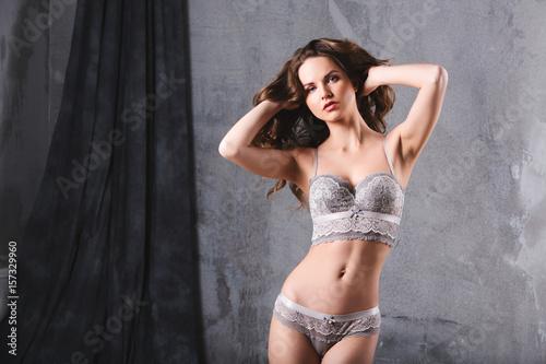 Zdjęcie XXL Atrakcyjna kobieta w bieliźnie.