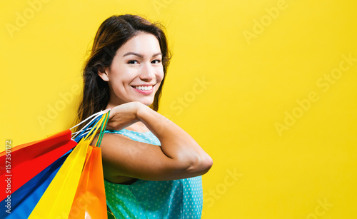 Photo  Happy young woman holding shopping bags