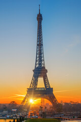 FototapetaThe Eiffel tower at sunrise in Paris