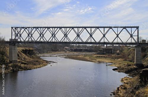 Deurstickers Bos rivier railway bridge on Russian-Estonian border