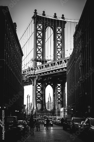 Photo  Manhattan Bridge shot from dumbo