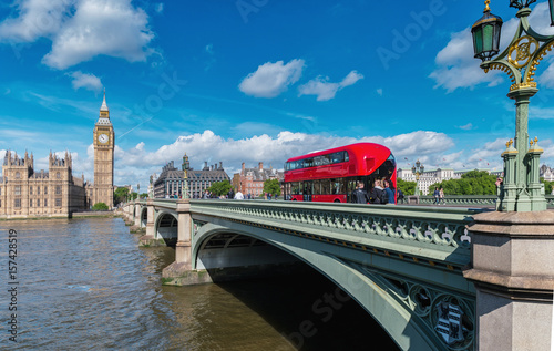 Poster Londres bus rouge Big Ben and Westminster abbey in London, England