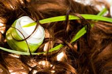 Cheveux Bruns Et Pot De Soin C...