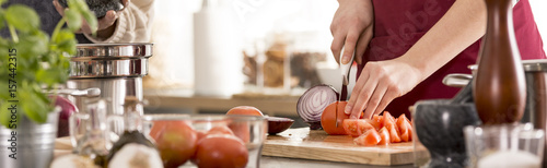 Foto op Plexiglas Koken Woman cutting vegetables