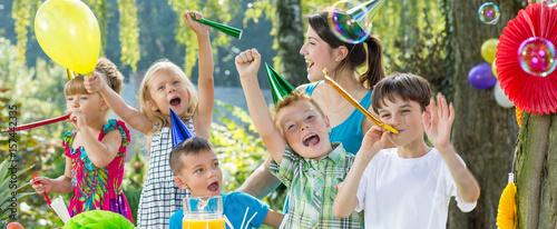 Fotografía  Kids celebrating their friend's birthday
