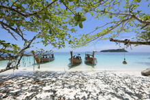 Koh Lipe Beach & Three Boat