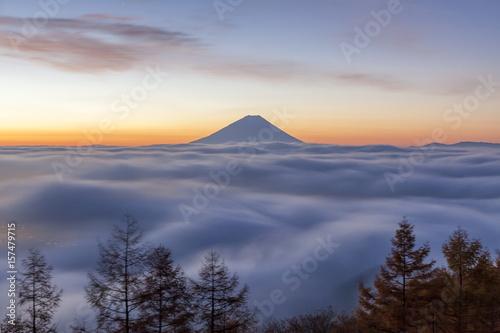 Poster Campagne 夜明けの富士山と雲海 山梨県韮崎市甘利山にて