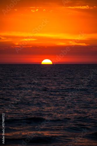Papiers peints Orange eclat sunset on the bridge at Glenelg beach