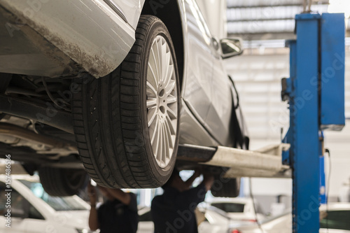 Zdjęcie XXL Mechanik naprawy samochodu