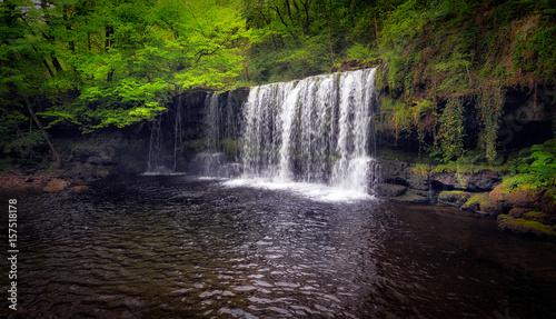 Montage in der Fensternische Wasserfalle Sgwd Ddwli Uchaf waterfall on the river Neath, near Pontneddfechan in South Wales, UK.