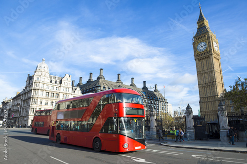 Fotografía Bright scenic morning view of the London, England skyline at Westminster, with i