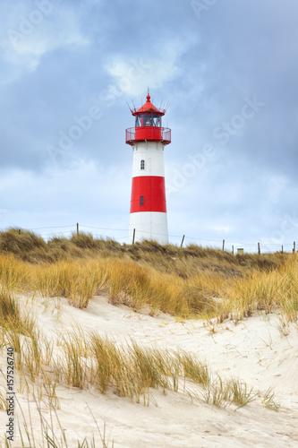 Foto op Aluminium Vuurtoren Leuchtturm List Ost in den Dünen der Sylter Halbinsel Ellenbogen