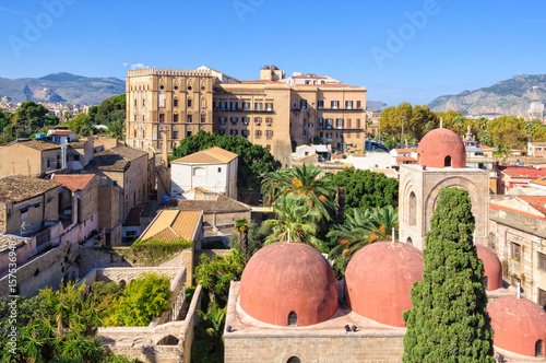 Staande foto Palermo The famous red domes of the Church of St. John of the Hermits San Giovanni degli Eremiti and the Norman Palace Palazzo dei Normanni - Palermo, Sicily, Italy