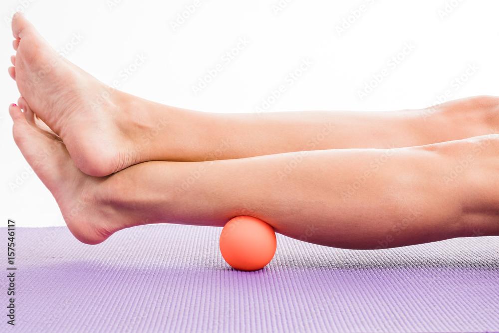 Fototapety, obrazy: A woman using a massage ball