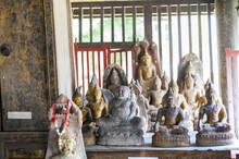Buddha Images Inside Ho Trai O...