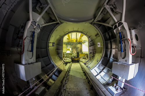 The transport gateway to a nuclear reactor for the replacement of nuclear fuel