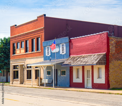 Fotografía  USA downtown main street small business commercial buildings storefronts