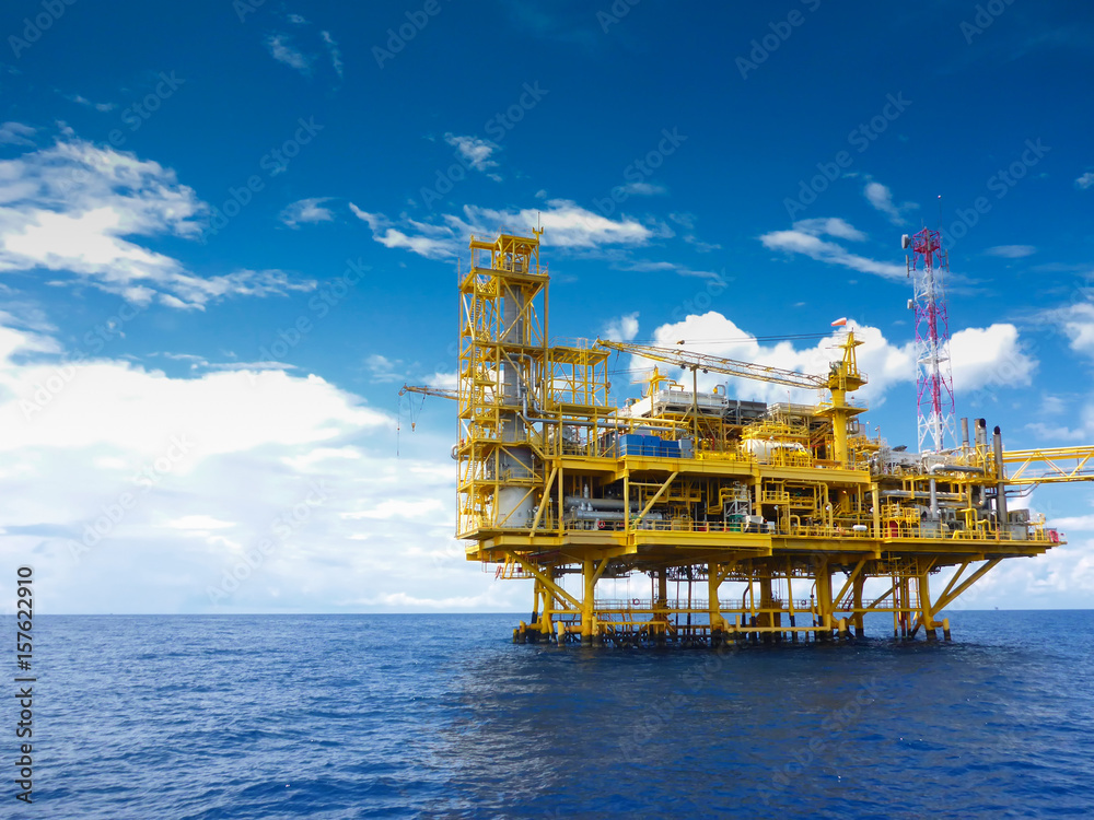 Fototapety, obrazy: Offshore construction platform for production oil and gas, Oil and gas industry and hard work,Production platform and operation process by manual and auto function, oil and rig industry and operation.