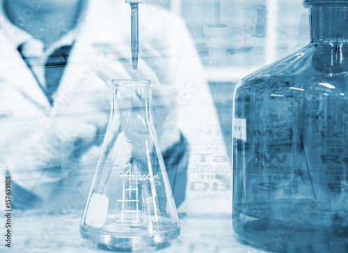 Valokuva  Scientist hand titration with burette and erlenmeyer flask, science laboratory r