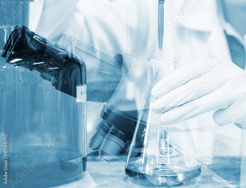 Scientist hand titration with burette and erlenmeyer flask, science laboratory r Canvas-taulu