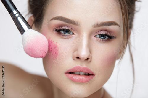 Valokuva  Beauty Face Cosmetics. Sexy Female Applying Makeup, Loose Blush